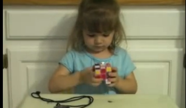 3 Year old Solves Rubik's Cube