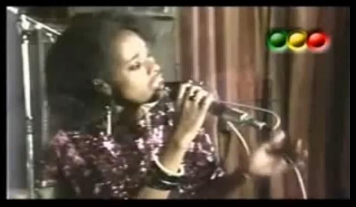 Enkilfen Deribeh (እንቅልፌን ደርበህ) - [Ethiopian Oldies Music]