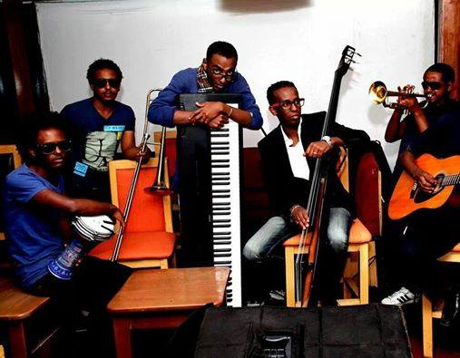 Lubak Acoustic Band Preforming Live @Mama's Kitchen