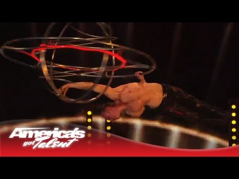 Timber Brown : Acrobat uses Round Cage and Spins Wildly!