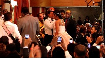 Teddy Afro Sings Tsebaye Senay for Amleset on His Wedding