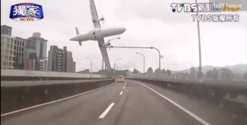Dashcam Captures Moment TransAsia Plane Hits Bridge, Crashes in Taipei
