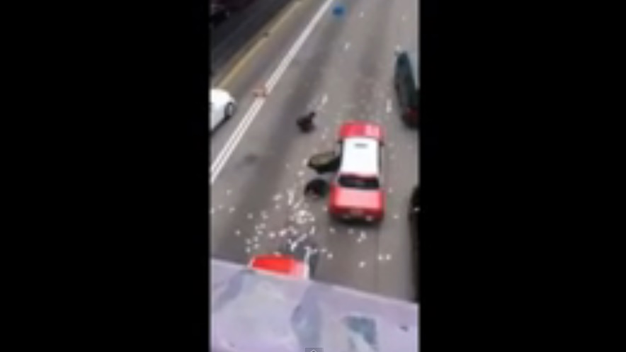Amazing Video - Chinese People Taking Money After Truck Spills Cash On Highway